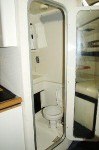 Bayliner ベイライナー 3055 オープンクルーザー トイレ
